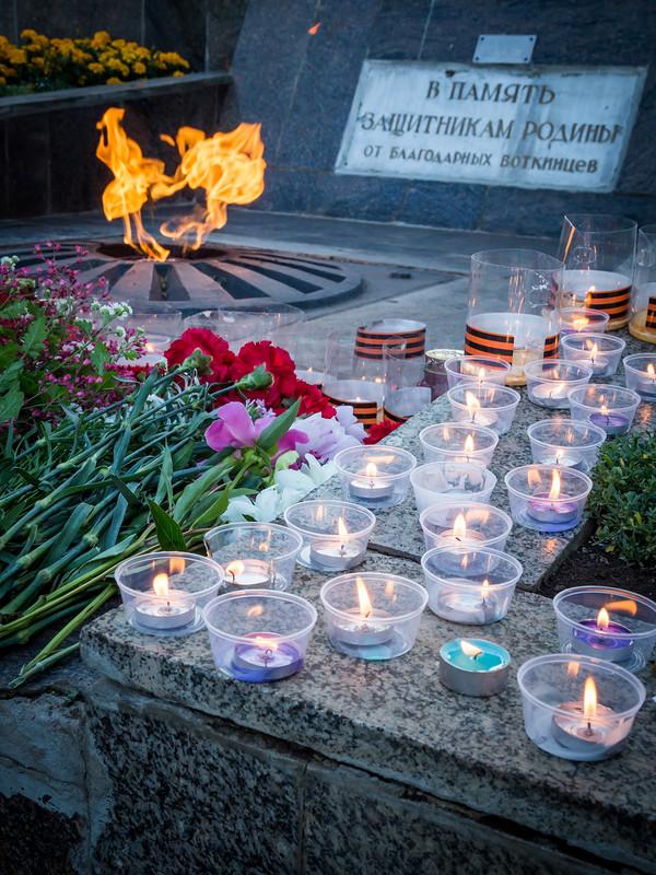 22 июня в день памяти и скорби состоялся крестный ход до вечногоогня в центр города.